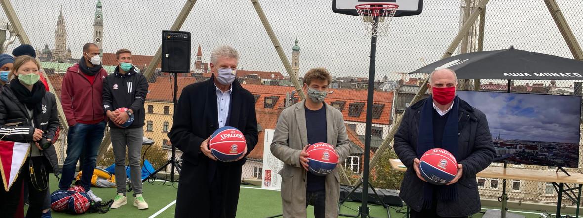 OB Dieter Reiter, Till Hofmann und Uli Hoeneß bei der Eröffnung des Dachsportplatzes, Foto: muenchen.de/Gunnar Jans
