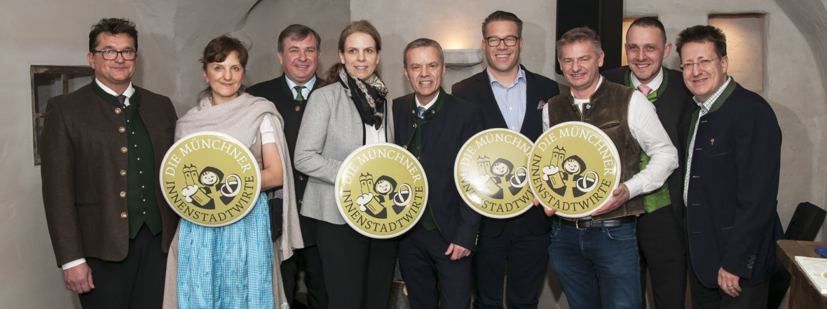Münchner Innenstadtwirte mit Vorstand und Neumitgliedern der Innenstadtwirte, Foto: Herbert Liebhart/Münchner Innenstadtwirte