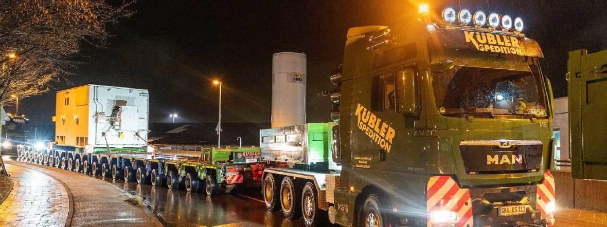 """Riesen-Transporter für die """"Turbo-Maschine"""" im Norden Münchens, Foto: SWM/patch-st"""