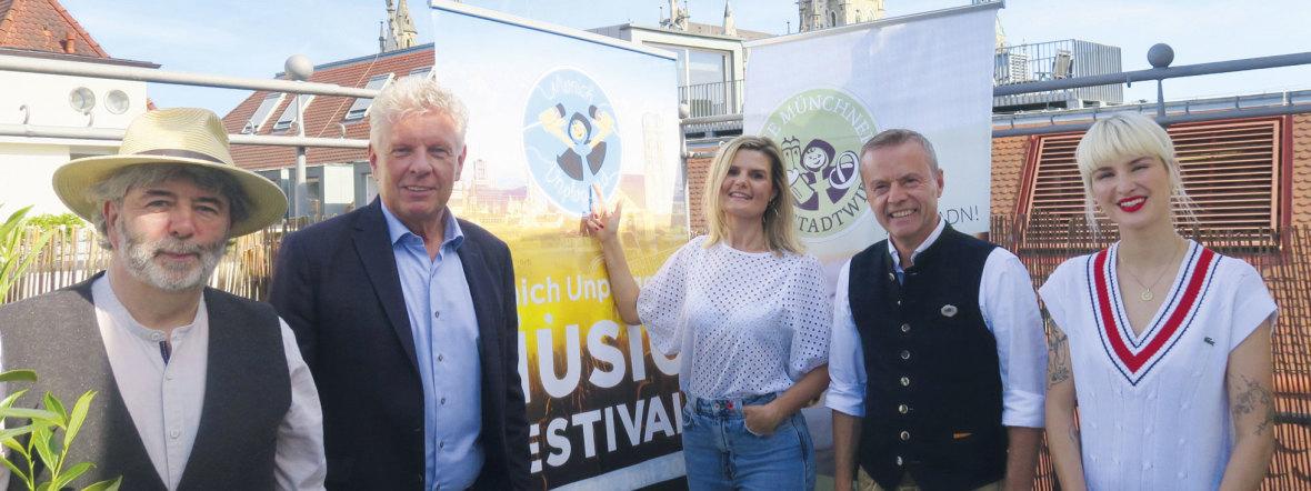 """Die Jury des Bandwettbewerbs """"Munich Unplugged Online"""" 2021 mit OB Dieter Reiter, Foto: Anette Baronikians"""