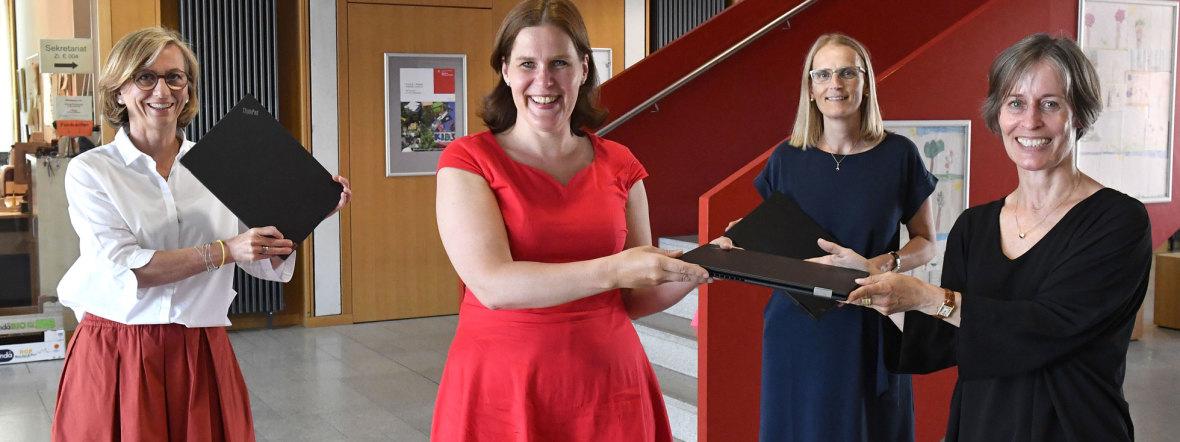 Übergabe der ersten Laptops für Lehrkräfte an Münchner Schulen durch Bürgermeisterin Verena Dietl , Foto: LHM Services