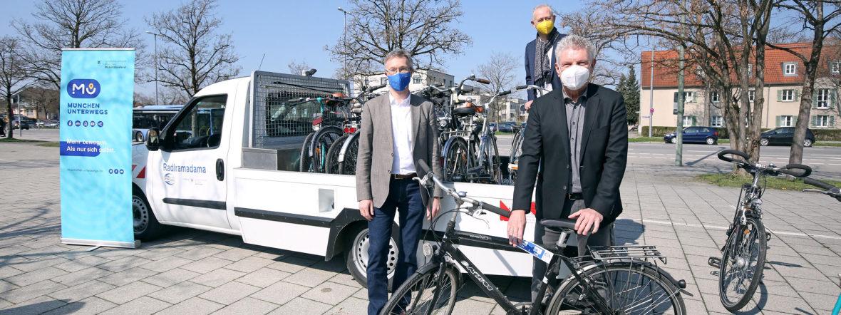 Oberbürgermeister Dieter Reiter (r.) mit Mobilitätsreferent Georg Dunkel (l.) und Wolfgang Großmann, Geschäftsführer der P+R  Park&Ride GmbH, Foto: Michael Nagy/Presseamt München