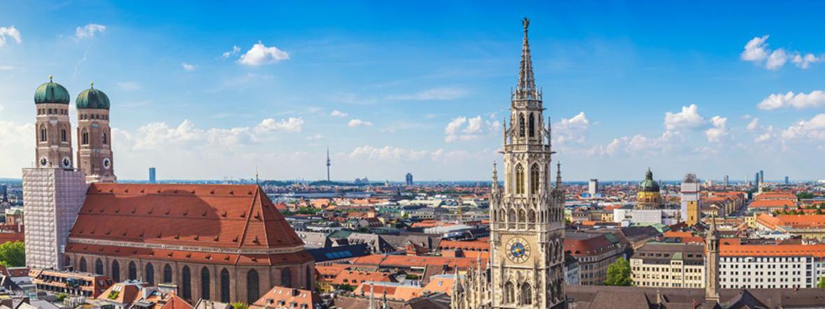 Panorama von München mit blauem Himmel, Foto: Shutterstock