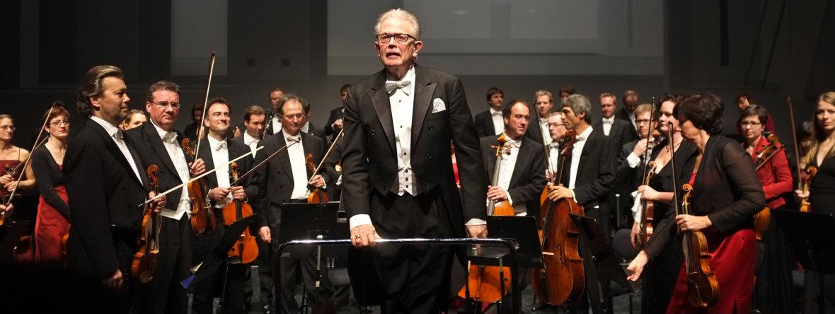 """Enoch zu Guttenberg dirigiert im Prinzregententheater in München das Orchester der Klangverwaltung. Gespielt wird die """"Unvollendete"""" Symphonie Nr. 8 h-moll von Franz Schubert. , Foto: picture alliance / Markus C. Hurek"""
