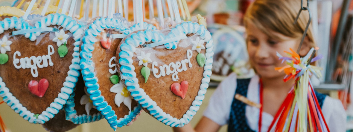 Marktstand mit Lebkuchenherzen, Foto: muenchen.de/Anette Göttlicher
