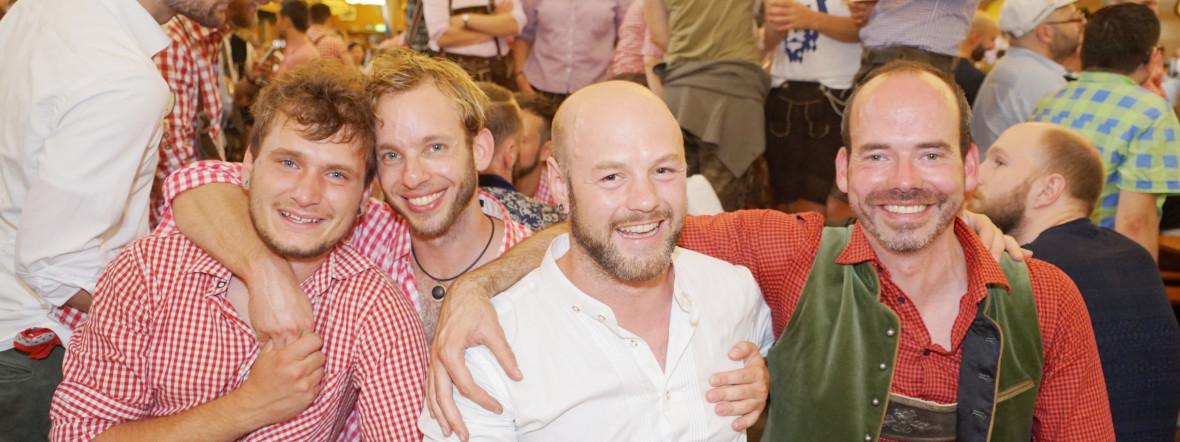 Männer am feiern, Foto: muenchen.de/ Daniel Vauel