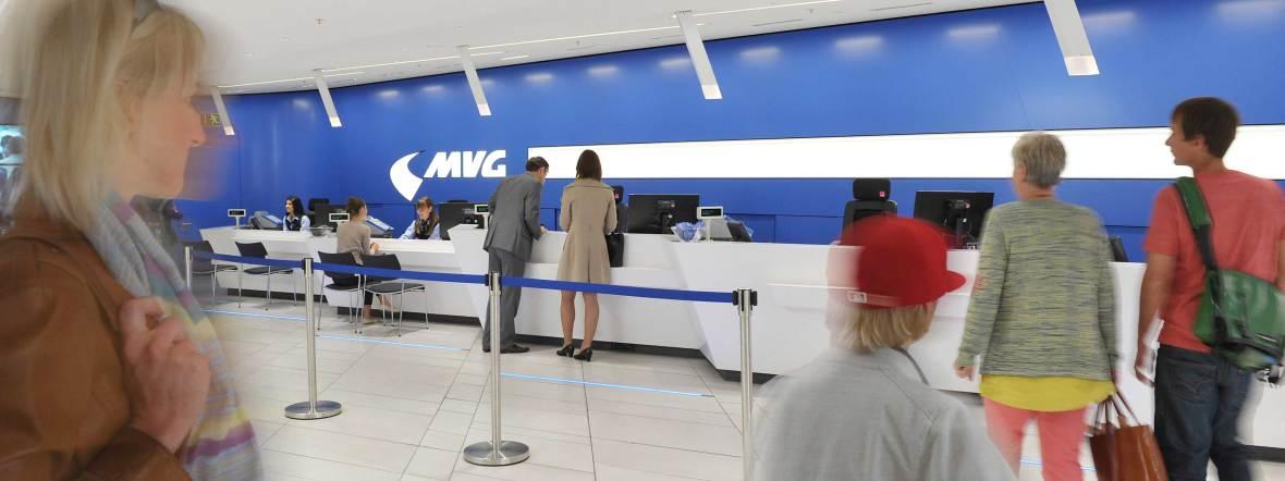 Personen im Kundencenter, Foto: MVG