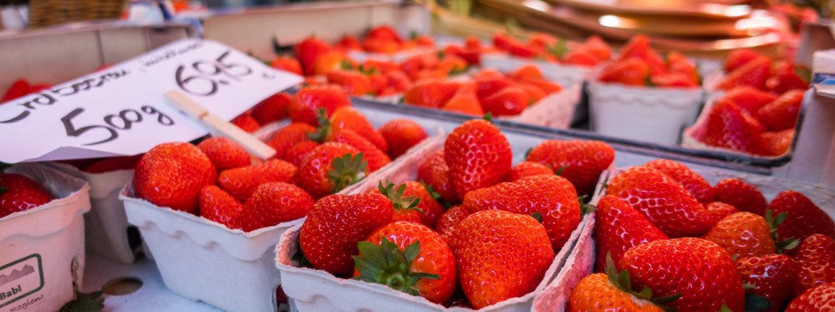 Deutsche Erdbeeren auf dem Pasinger Viktuailenmarkt, Foto: Anette Göttlicher