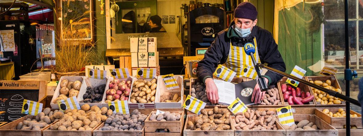 Theo Lindinger vom Kartoffelstand Caspar Plautz hat ein Kochbuch geschrieben, Foto: Anette Göttlicher