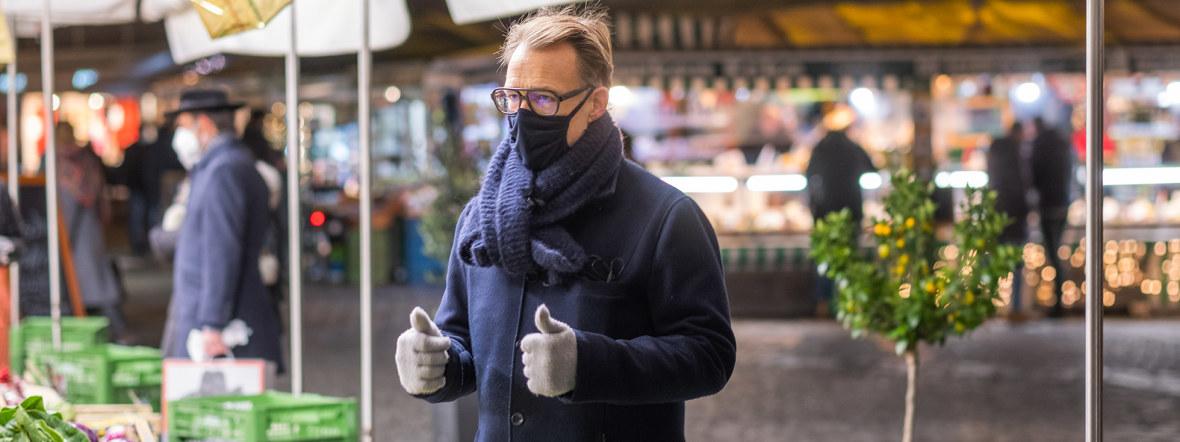 Holger Stromberg kauft gerne auf dem Viktualienmarkt Gemüse ein, Foto: Anette Göttlicher