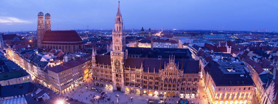 Das Neue Rathaus in München am Abend