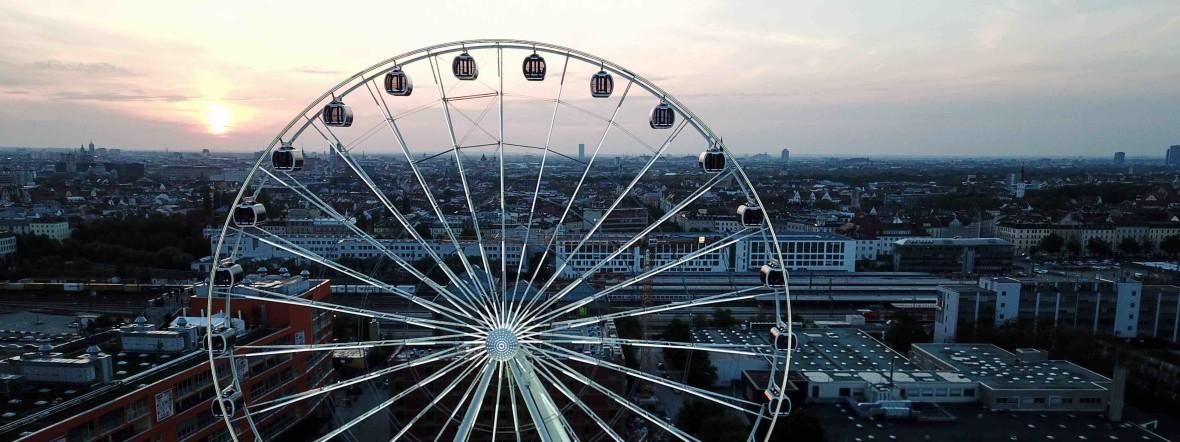 Das Riesenrad Hi-Sky vor der Münchner Skyline, Foto: Hi-Sky