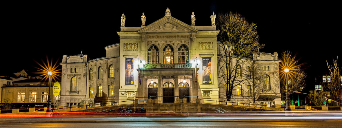 Beleuchtetes Prinzregententheater am Abend, Foto: muenchen.de/Michael Hofmann