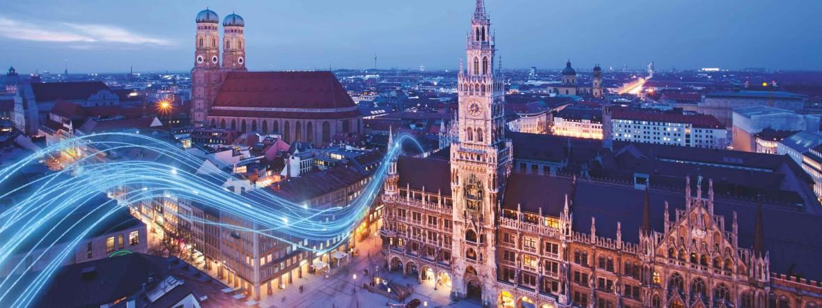 Nächtliches München mit Rathaus und Frauenkirche, Foto: M-net