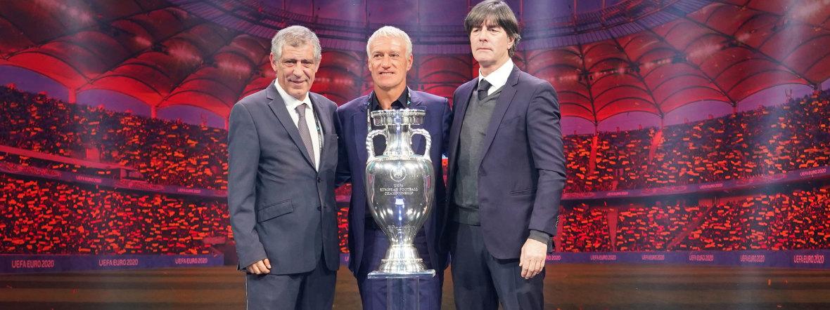 Fernando Santos, Didier Deschamps und Joachim Löw nach der Auslosung zur UEFA EURO2020, Foto: imago images / Schüler