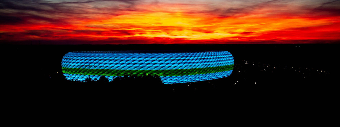 Die Fußball Arena München bei Sonnenuntergang, Foto: IMAGO / kolbert-press