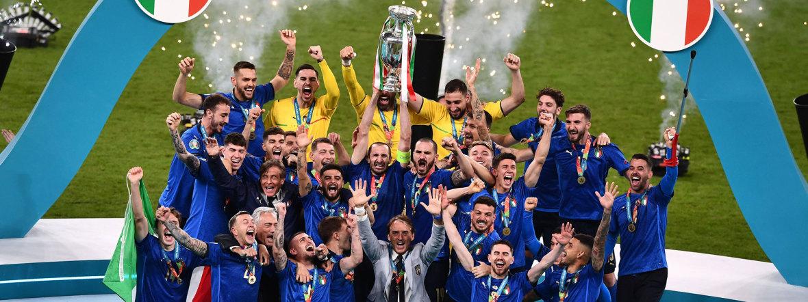 Italiens Mannschaft feiert den EM-Titel in Wembley, Foto: IMAGO/AFLOSPORT