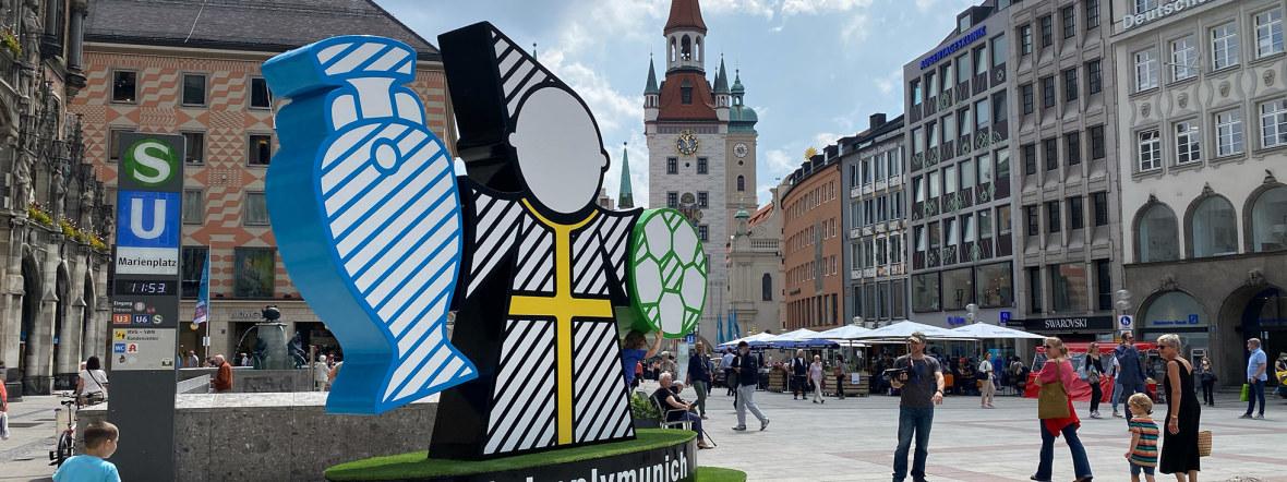 Spectacular, das Münchner EM-Maskottchen, auf dem Marienplatz, Foto: Anette Göttlicher
