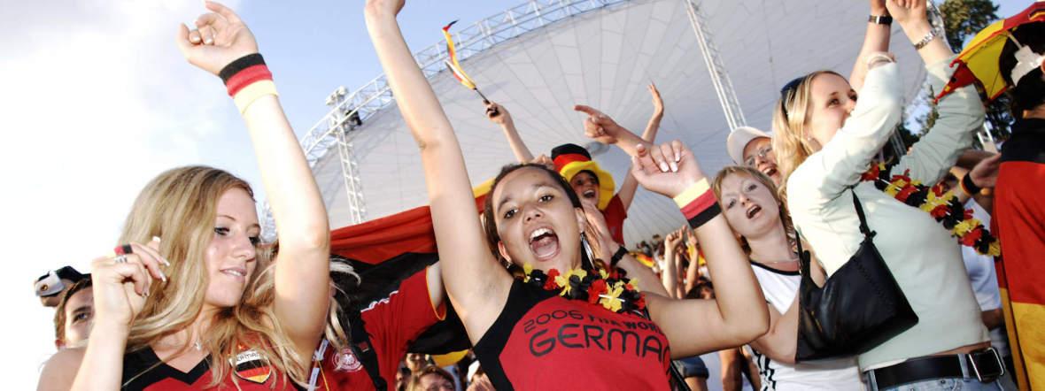 Fanfest im Olympiapark: So grandiose Stimmung wie beim Sommermärchen 2006 soll es auch bei der UEFA EURO 2020 wieder geben, Foto: imago images / Plusphoto