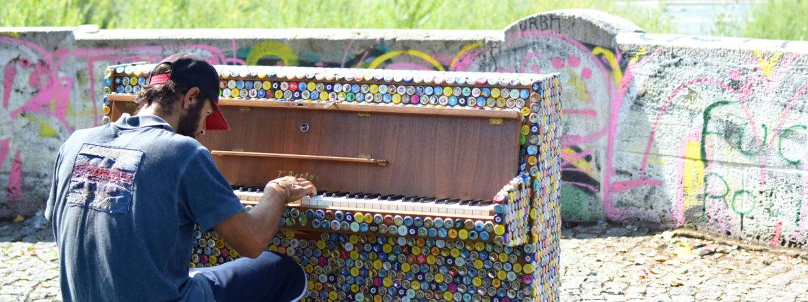 Das Klavier Isarigel bei Play Me I'm Yours, Foto: Sina Weber, Isarlust e.V. & die Urbanauten