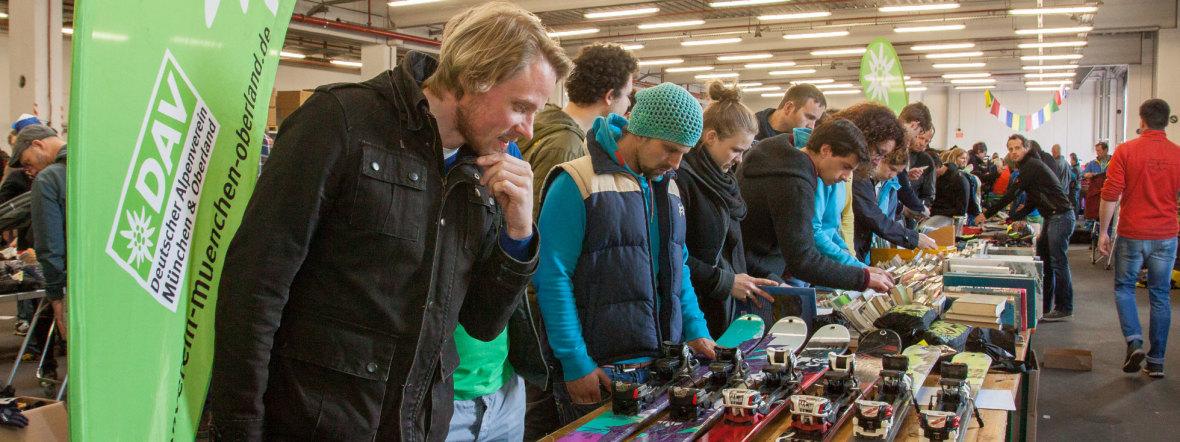 DAV-Alpinflohmarkt in München: Ski, Bergausrüstung