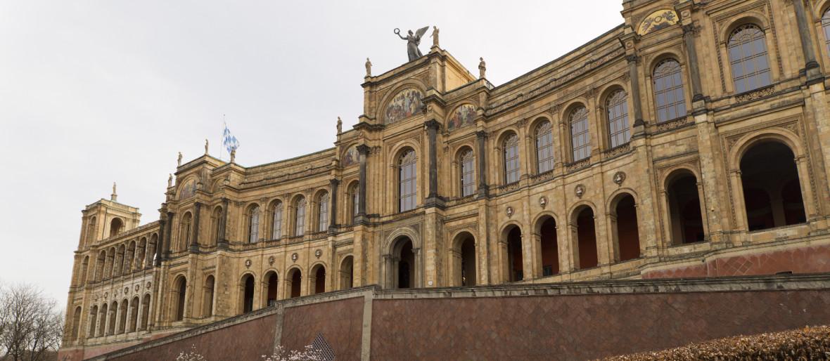 Das Maximilianeum im Frühling, Foto: Katy Spichal