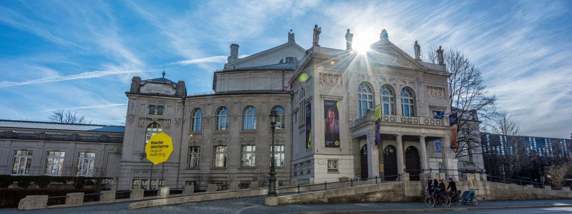 Prinzregententheater im Winter mit Sonnenschein, Foto: muenchen.de/Michael Hofmann