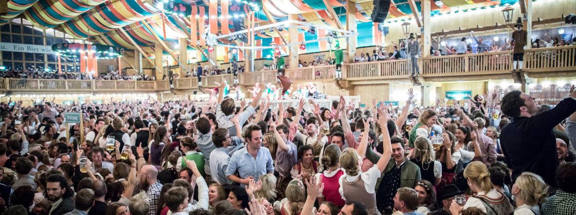 Stimmung im Festzelt auf dem Oktoberfest, Foto: Exithamster