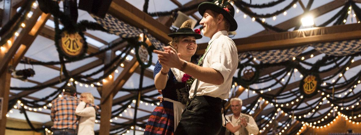Tänzer im Festzelt Tradition auf der Oidn Wiesn, Foto: muenchen.de / Katy Spichal 2018